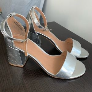 Urban Outfitters Size 8 Platinum Low Heels